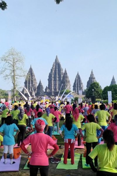 prambanan-yoga-international-day